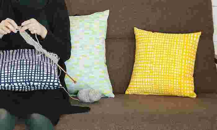 50cmの小さな布地から生み出される小物たち。好きな布を使って自分で作るから愛着も湧き、ずっと大切に使いたくなりますね。どれも気軽に作れるものばかりですので、気分転換にいかがですか?