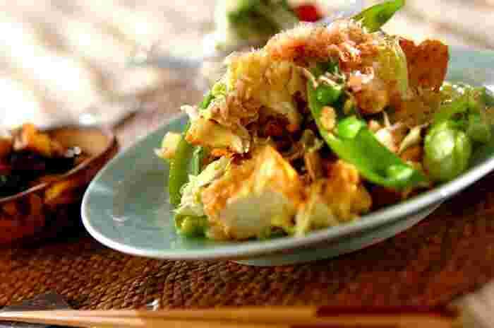 チャンプルーが食べたいけど、ゴーヤの苦みは苦手…そんな人には、キャベツを使ったこちらのレシピがおすすめです。豆腐の代わりに厚揚げを使えば、水切りする手間も省けます。スナップえんどうも加えて、夏が来る一足先にチャンプルーを味わって♪