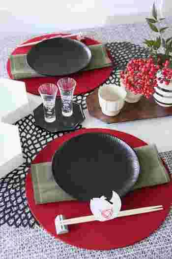 また、和食器などは素材によって季節感を表現でき、春夏には涼しさを感じるガラス、磁器、竹などを使い、秋冬は温かさを感じる陶器や土物を多く使うといいそうです。