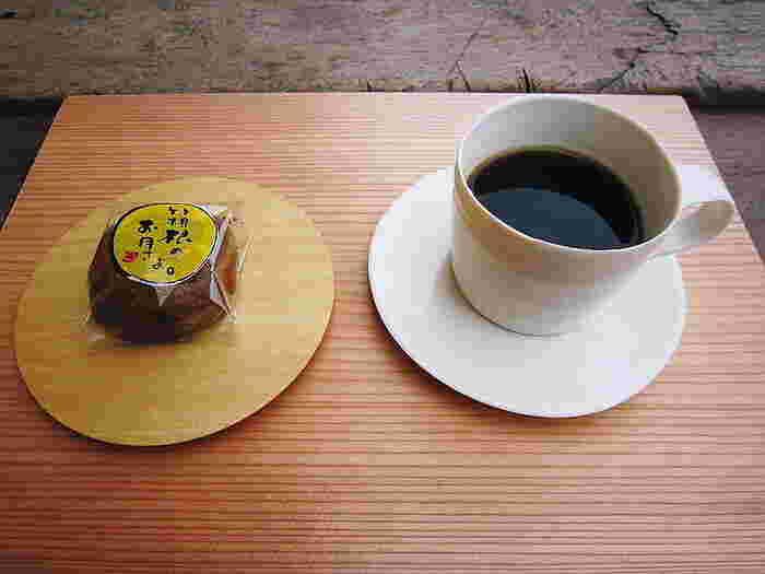 入館料は500円で、お茶(あるいはコーヒー)とお菓子もつきます。アート鑑賞のあとゆったり一服することができます。