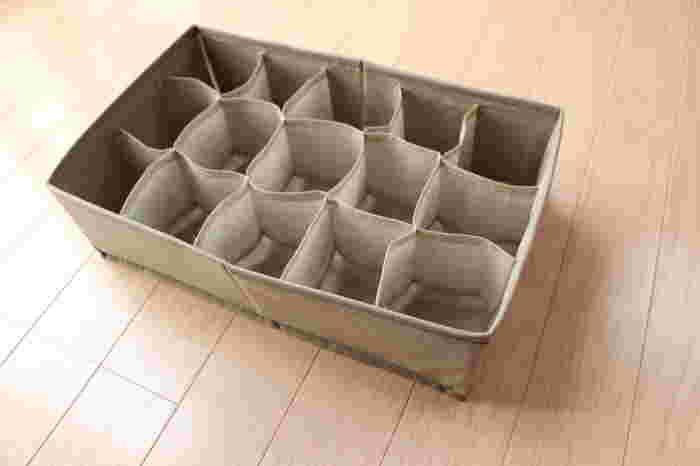 こちらはニトリの仕切りボックス。1マスに1つずつ入れるのが基本ですが、子ども用の衣類やストッキングなどコンパクトになるものなら、2つまとめて入れてしまうこともできます。