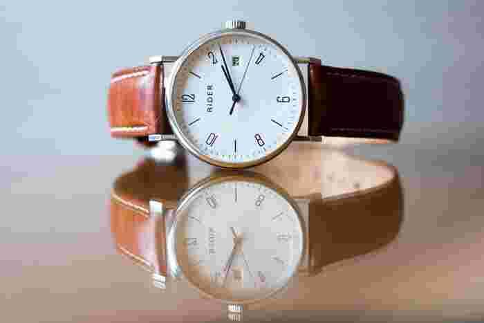 本格的なレザーを使用した腕時計も革製品のお土産のウィッシュリストにぜひ加えてみてはいかがでしょう。
