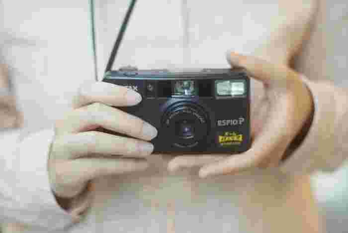 先ほどご紹介した多重露光のできる機能付きのフィルムカメラ。見た目のレトロさよりも、機能性を重視するなら、フラッシュ・セルフタイマー・パノラマ機能などいろいろ付いているカメラを選びましょう!こんな写真撮れるの!?と驚きの連続で楽しいですよ♪  ※PENTAX ESPIOシリーズなど、80~90年代のコンパクトカメラは、比較的同機能のカメラが多いです。今回は、「PENTAX ESPIO P」を紹介しましたが、同シリーズでいいものがないか調べてみてもよいと思います◎