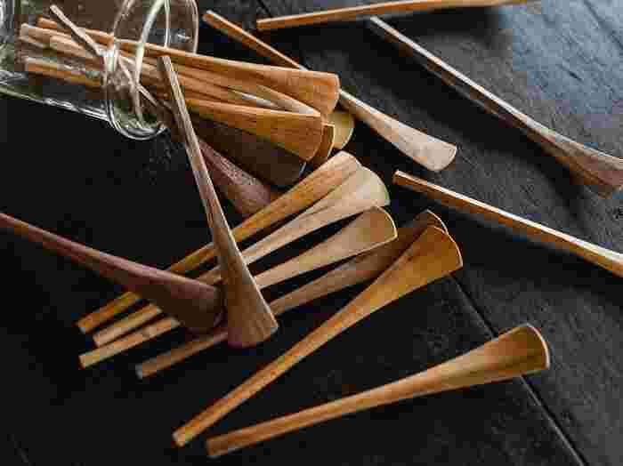 桜、楓、ウォルナットで作られたジャムスプーン。ゆるやかに広がる扇型は、いろいろな調味料をとるのにも活躍