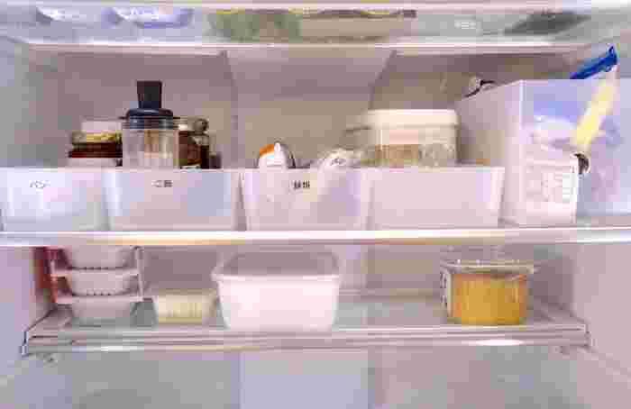 冷蔵庫の中を整理するのにも便利。「ジャムとバター」「ふりかけとご飯のお供」のように用途別に分けておけば、使うときまとめて取り出せるので、忙しい朝の時短にもなりますね。掃除をする時も、収納トレーを取り出すだけ。使いやすい・掃除もしやすい・見た目もキレイになる、無印のポリプロピレン整理ボックスを使わない手はないですね。
