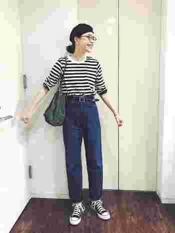 オーソドックスなボーダーTシャツは、靴や小物もモノトーンで統一すると、カジュアルなデニムスタイルもすっきりキレイめに決まります。
