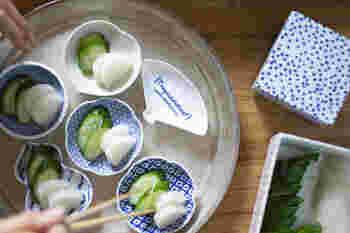 北欧のものとも相性がよい東屋の器。こちらは「印判 印判豆皿」のスコープ別注品。柄はクリエイティブグループ・ボブファウンデーションが手がけた(写真提供:scope)