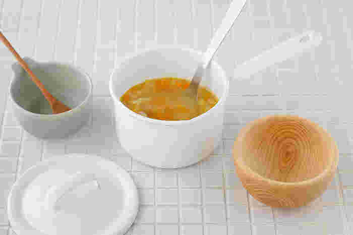 鍋をガラスでコーティングしたホーロー素材は、雑菌が繁殖しにくく衛生的なので離乳食づくりにもおすすめ。いつものお手入れで、汚れもにおいもするする落ちるのでいつでも美味しくいただけます。