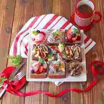 牛乳パックを型にして生地を流し込み、フライパンで20分焼くだけのチョコケーキです。スポンジはシンプルでも、トッピング次第でこんなに可愛い仕上がりに。クリスマスやバレンタイン、ちょっとしたパーティーのおもてなしデザートにも活躍してくれそうですね。