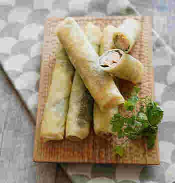 刺身用のサーモンと梅、大葉が入ったシンプルだけどしっかり味の春巻きは、お醤油の必要もないのでお弁当にもぴったりです。