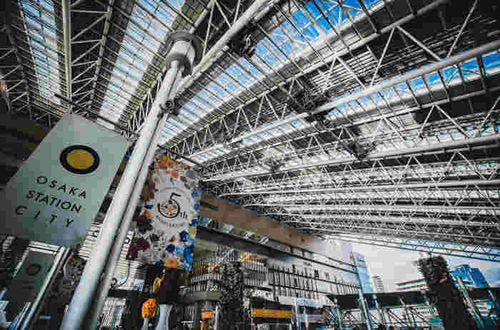 大阪のターミナル駅であるJR大阪駅前には、3つの老舗百貨店が存在しています。「阪急うめだ本店」「阪神梅田本店」「大丸梅田店」、それぞれ個性があり大阪はじめ関西人にとってはなくてはならないお店です。