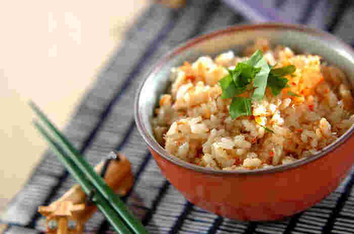カニ缶、お米、調味料でけで作る、味わい深いカニ飯。カニ缶を使う場合、生のかにに比べて気になる缶詰臭さも、お酒を加えることでとれて、美味しくいただけます。