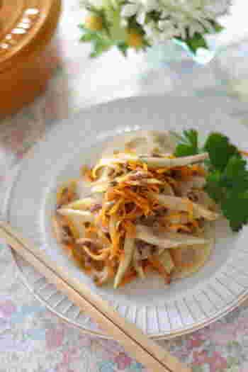 ナツメグが、きんぴらなど和風のお惣菜に少しプラスしても、いい香りづけになります。ちょっと意外ですね。新しい味を求めて、試してみてはいかが?