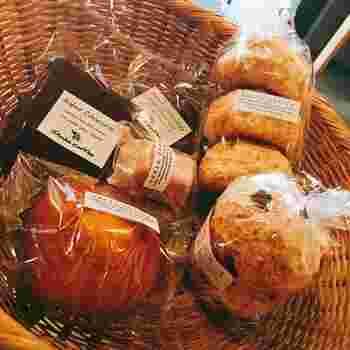 マドレーヌなど人気の焼き菓子は、ギフトにもぴったり。予算に合わせてラッピング、配送や予約も可能です。