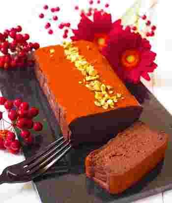 生クリームを使わないヘルシーチョコケーキ。チョコのまったり感を出しつつ、あっさりとした食感を楽しんで。