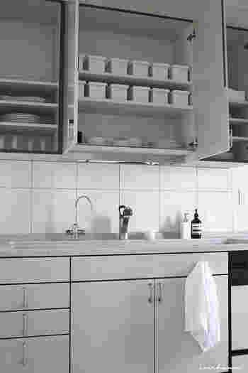 ブログに登場する様々な収納方法には、見た目のスッキリ感や使い勝手の良さを考えた、Mariさんならではの「マイルール」があります。 今回はそうした収納ルールやポイントも合わせながら、便利なアイテムを活用した美しい収納術、細々した身の回り品の整理・整頓術などをたっぷりご紹介します♪ それではさっそく、それぞれのお部屋ごとに見ていきましょう!