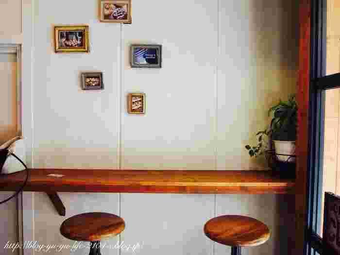 ナチュラルテイストのイートインスペースもおしゃれで、まるで海外のカフェにいるような気分を楽しめます。