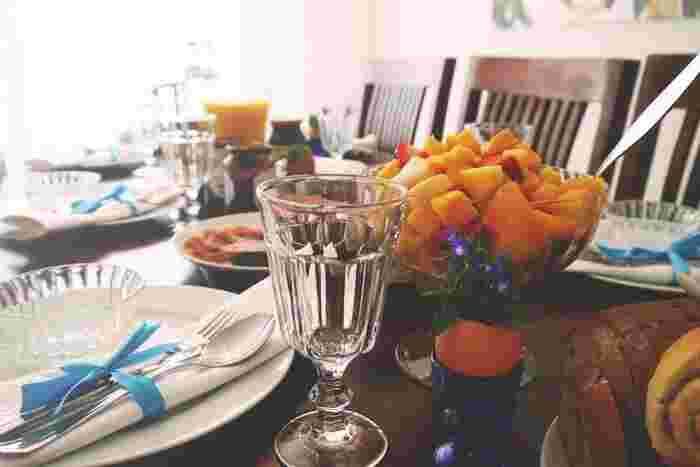 ホームパーティなどで、自宅に人を招く時には、料理に時間を費やすこともなく、ワインと手軽に作れるもので。ワインとおしゃべりがごちそうです。