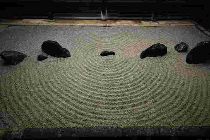【妙心寺塔頭「東海庵」の枯山水庭園。東海庵は、一般非公開で、特別公開は不定です。】