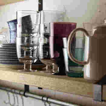 職人が1つ1つ息を吹き入れる「手吹き工法」を用いて作られているのだそう。グラスの脚がカップ部分にすっぽり収まり積み重ねられるので、食器棚の中でもスッキリしまえるグッドデザインです。