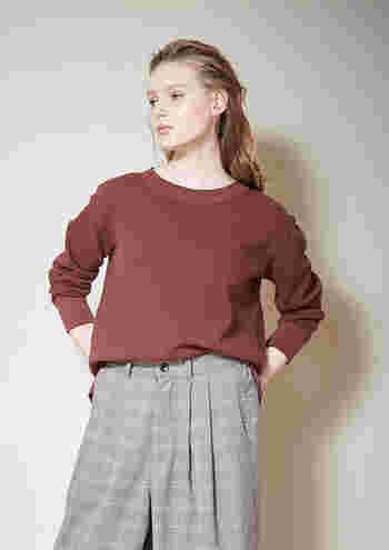 秋冬のシックな装いに欠かせない「グレンチェック」は、今季注目されているトレンド柄のひとつです。 今シーズンはグレンチェックのアイテムを取り入れて、より鮮度の高い着こなしを楽しみませんか?