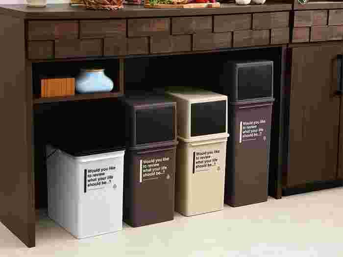 カウンター下のスペースに余裕があるご家庭でしたら、ぜひそこにゴミ箱を収納してみましょう。キッチンスペースをしっかり確保しつつ、すっきりまとまります。出来れば同じブランドのもので統一するのがおすすめ。
