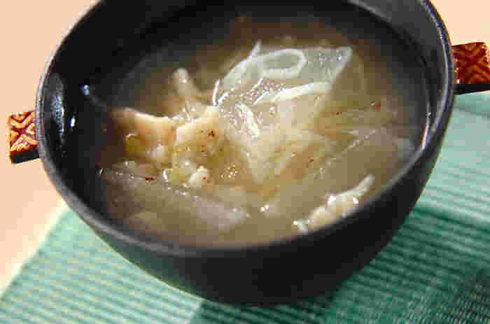 むくみの解消に効果がある「冬瓜」のスープ。ホタテの水煮を加えるのがポイントです。