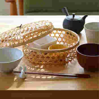 おすすめは小鉢や豆皿などを入れる和食コーデ。お店で頂く日本料理のように上品にまとまります。特別なおもてなしにも合いそうですね。