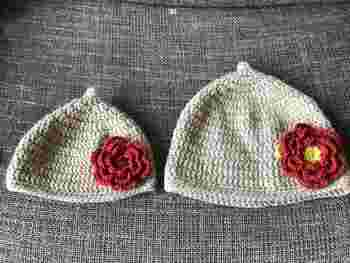 親子でかぶれるどんぐり帽子。シックな色味のお花がキュートですね。お揃いの帽子でおでかけしたら、みんなの注目が集まりそう。
