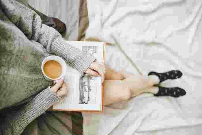 テレビのスイッチを押す前にちょっと待って。興味をひかれて買ってはみたものの結局読めずに放置している『積読本』に手をのばしてみましょう。心がワクワクするような世界に触れたら、充実した気分で1日のスタートがきれるでしょう。