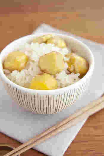 もち米は炊くよりも蒸す方が、もちもち感が増して断然おいしい!栗も甘みたっぷりに、ほっくりと仕上がりますよ。
