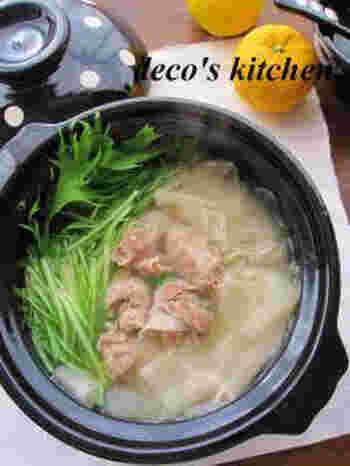 透き通ったひらひら大根がとても上品で美しく、おもてなしにもなるお鍋。仕上げに加える柚子の搾り汁が香り高く、たっぷりの野菜が食べられます。