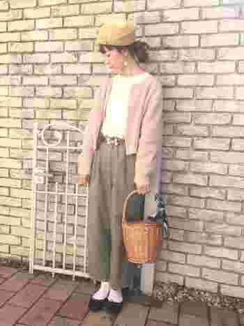 まるで桜餅!なピンクとカーキの組み合わせ。女性らしい雰囲気ながら、大人っぽく仕上がります。