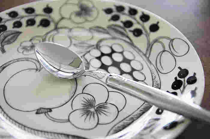 ステンレスのテーブルスプーン。シンプルなデザインなのでどんな食器とも合います。