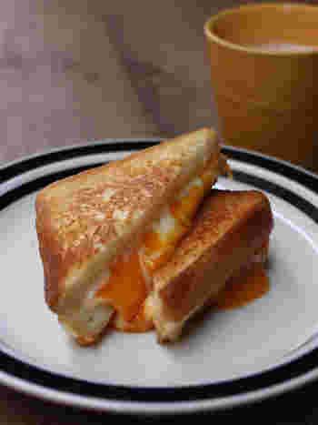 ゴーダチーズをはじめとした3種類のチーズを使った絶品トースト。チーズの風味や旨味が口いっぱいに広がります。