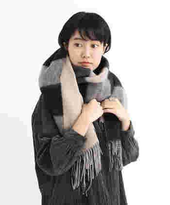 冬の寒さが厳しくなってくると、首元を暖めるためにマフラーを付けたくなるものですよね。最近では可愛いマフラーも多いですし、ファッションの一部としてマフラーを使っている人も多いと思います。