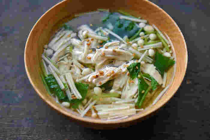 ヘルシーな「鶏ささみ」のゆで汁を使った和風スープ。シンプルながらも、鶏ささみが入っているので食べごたえ十分。