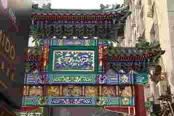 南側に位置する王府井小吃街(ワンフージンシャオチィジエ)は、サソリやヤモリなど「さすが中国……」と感じる軽食(?)を売る屋台が集まる一帯です。