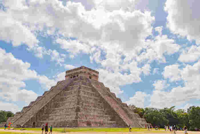 カンクンから日帰りで行くことができる「チチェン・イツァ」。1988年に世界文化遺産に指定された、世界中でもマヤ文明を最も感じることができる世界遺産の一つ。
