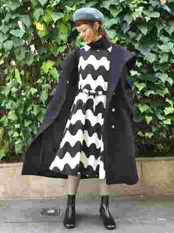 色鮮やかなテキスタイルを用いたワンピースは、マリメッコの象徴です。カラータイツと合わせればよりわくわく、楽しいファッションになりますね。