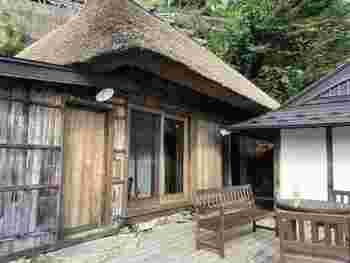 祖谷の集落にあった民家を改修し、1棟貸切の茅葺民家宿として誕生した「桃源郷 祖谷の山里 」には、現在のところ宿泊できる茅葺き民家は合計8軒あります。