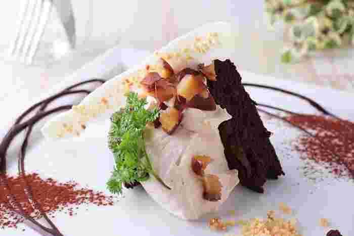 デザートメニューも豊富に用意されています。シフォンケーキ、クリームチーズケーキ、パフェなど、どのデザートメニューも紅茶やコーヒーとの相性は抜群です。