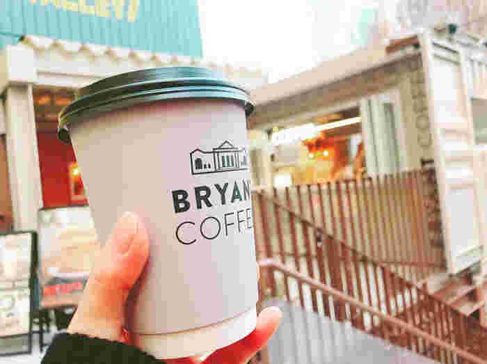 京都ARABICA から直接仕入れるオリジナルブレンドのコーヒー豆を使ったこだわりのコーヒーやエスプレッソがおすすめです。テイクアウトもできるので、ドームの前でひと息つくのもいいですね。