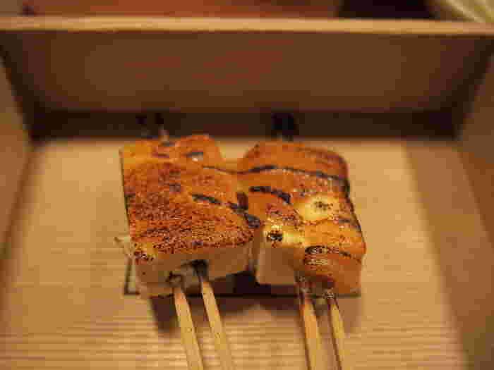 香ばしく焼き上げた豆腐田楽も、京都ならではの優しく円やかな味わい。