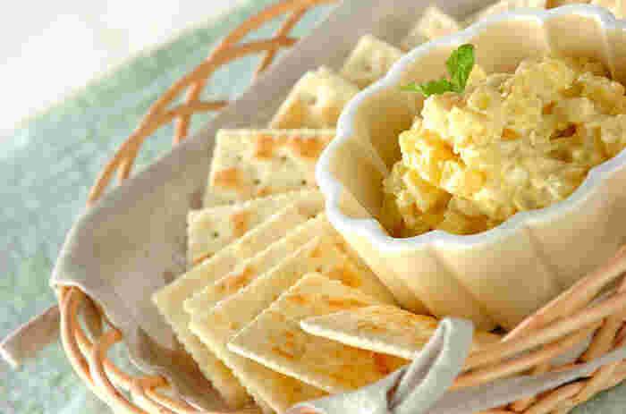 パインとクリームチーズの組み合わせはよくありますが、なんとこちらのレシピではカレー粉をプラスしています。おつまみにはもちろん、デザートとしてもおすすめです。