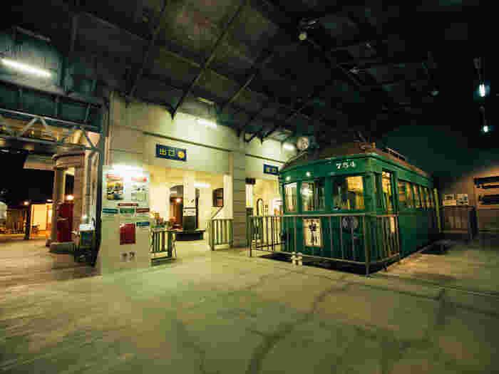 「瀬戸の20世紀」をテーマとした瀬戸焼の総合博物館。平成13年に解体された「尾張瀬戸駅」の再現駅舎や復元されたやきもの工場や商家など活気があった時代の街並みを巡りながら、1000年以上の歴史がある瀬戸物の伝統と文化に触れることができます。