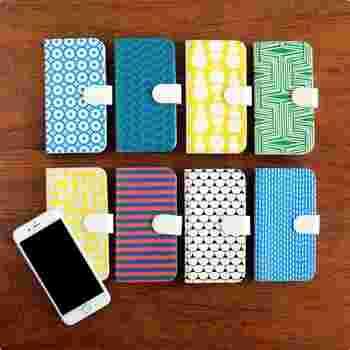 iPhoneを全面保護してくれるだけでなく、ちょっとしたポケットや収納も備わっている手帳型のケース。フィンランドの若手デザイナーが手掛けた「Scandinavian Pattern Collectio(スカンジナビアン パターン コレクション)」のケースは、北欧テキスタイルが好きな方におすすめです。