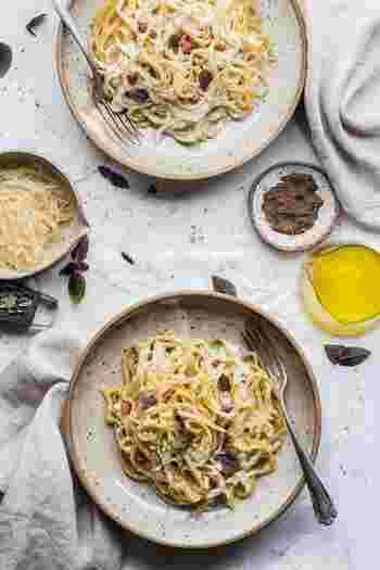 パスタやうどんなど麺類は、1皿でご飯小盛り2杯分くらいの量になると覚えておきましょう。1食の目安からは少し多い量になりますが、朝昼晩の3食で主食の量を調整すればOK。好きな物を美味しくいただくことも、心と体の健康には必要なことですよ。