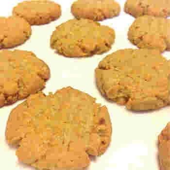 ピーナッツバタークッキーはお菓子好きならぜひ作っていただきたいレシピの一つ。どちらのタイプでもOKですが、粒ありだと食感も楽しめるのでオススメ。お子様のおやつとしても♡