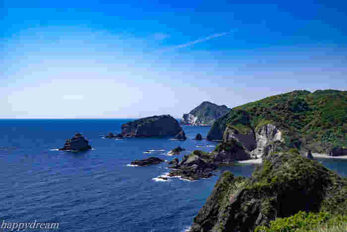 電車では行けず、ドライブで気合いを入れて訪れたい南伊豆エリア。関東とは思えない海の透明度を堪能できます。